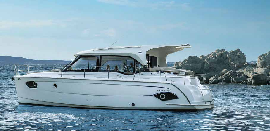 Hybrid yacht with 20 kW - HM560